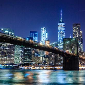 tablou canvas brooklyn bridge noaptea cu manhattan in fundal unl 020 1